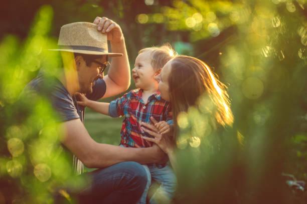 Glückliche Familie im Park – Foto