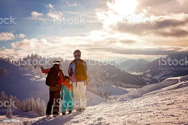 Happy family in winter clothing at the ski resort picture id485878018?b=1&k=6&m=485878018&s=612x612&h=v3crcu3uwjgus9lfcvdvfjchzgv8ury2glftrxtb8tu=