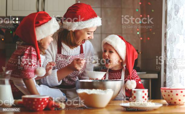 Happy family mother and children bake cookies for christmas picture id860209502?b=1&k=6&m=860209502&s=612x612&h=epzjpjvc1whbxs4rjth0nz5j9eeasblryp jfrgvggq=