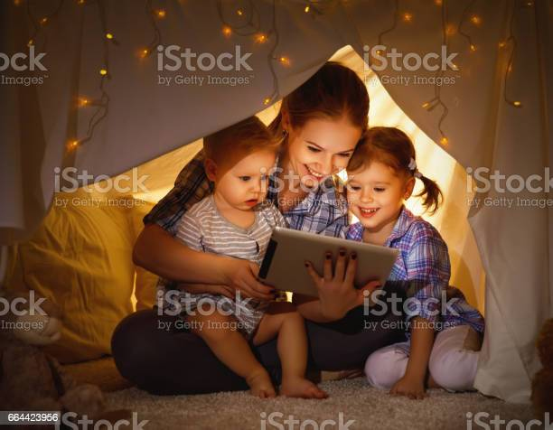 Happy family mother and children playing in tablet pc picture id664423956?b=1&k=6&m=664423956&s=612x612&h=hjrnxizb3pcmyefxmi9qhenhbc3af hnilhug8amsjs=