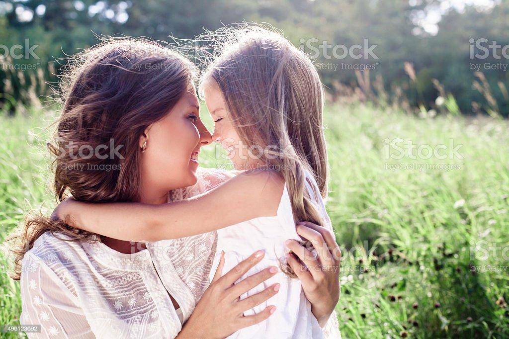 Glückliche Familie. Mutter und Tochter. Zum Muttertag – Foto