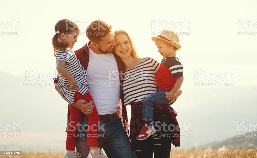 Photo Libre De Droit De Famille Heureuse Mère Père Fils Et