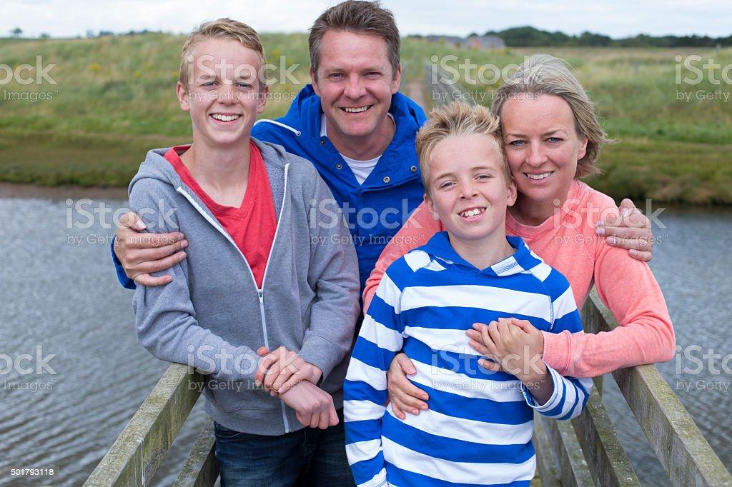 Glückliche Familie von vier – Foto