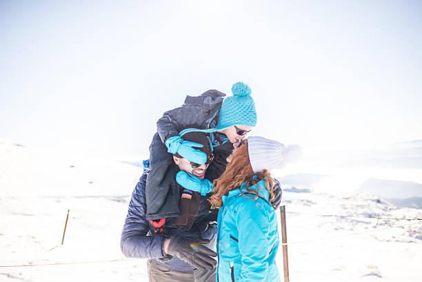 Glückliche Familie am winter-Laufbahn – Foto
