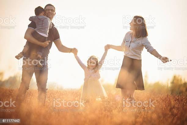 Glückliche Familie Im Freien Spaß Stockfoto und mehr Bilder von Familie