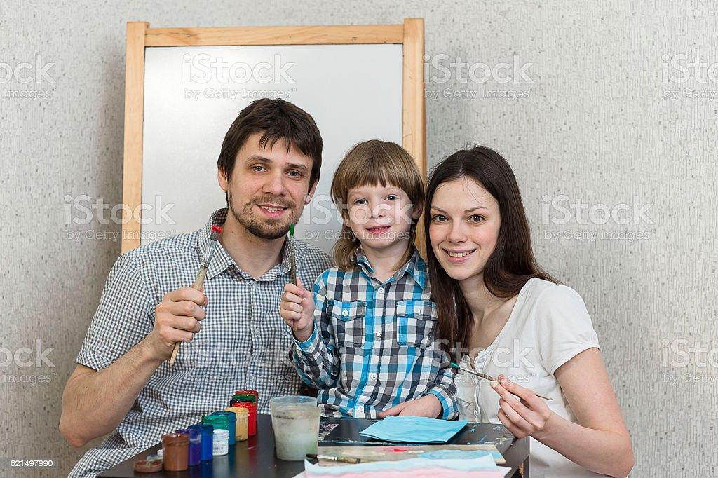 Happy family paint colors at home photo libre de droits