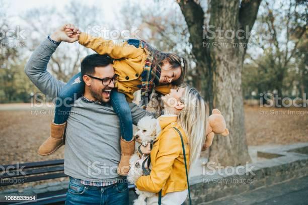 Happy family picture id1068833554?b=1&k=6&m=1068833554&s=612x612&h=gtdnqv6lwmjkgmhuup7jzsskfyns5 rhsul7qpbjabe=
