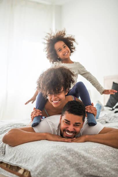幸福的家庭 - 垂直構圖 個照片及圖片檔