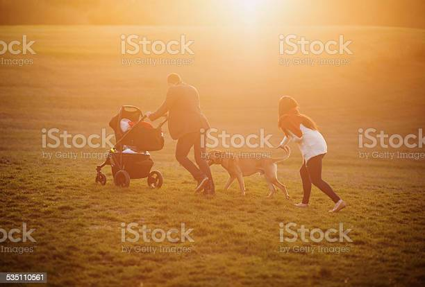 Happy family picture id535110561?b=1&k=6&m=535110561&s=612x612&h=jchvhui3 quuovw7yejlv5a25quxjnc05yg kk8kfby=