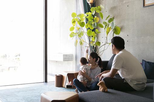 幸せな家族 - しかめっ面のストックフォトや画像を多数ご用意