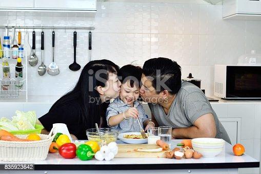 istock Happy family 835923642