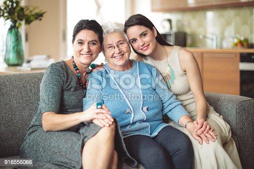 istock Happy family 916556066
