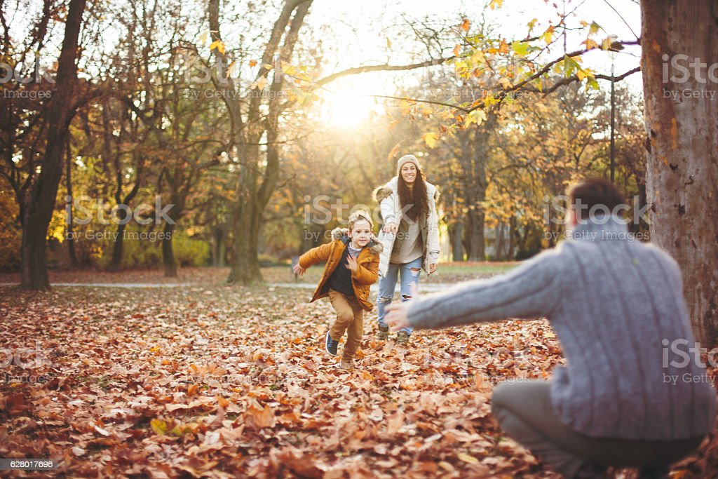Happy Family walking in the park together – Foto