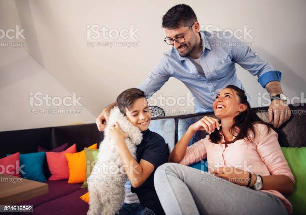 Happy family with dog at home picture id824616592?b=1&k=6&m=824616592&s=612x612&h=6xhdxhi8xbuwmyylu envspbhsgnrjcaogdt9r gud4=