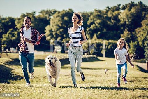 942596618 istock photo Happy family with dog 942596470