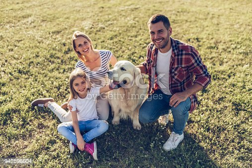 942596618 istock photo Happy family with dog 942596604