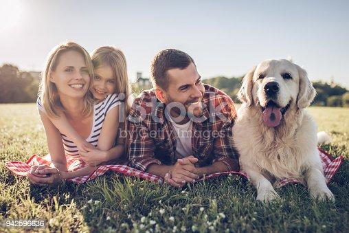 942596618 istock photo Happy family with dog 942596636