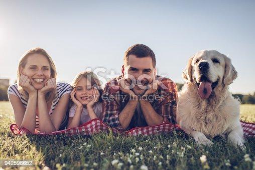 942596618 istock photo Happy family with dog 942596652