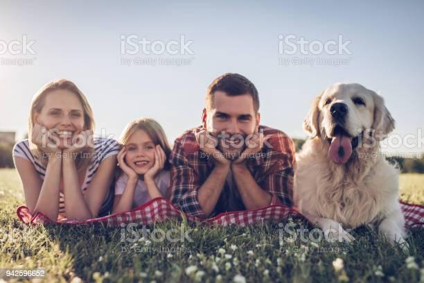 Happy family with dog picture id942596652?b=1&k=6&m=942596652&s=612x612&h=idclqky 7iltsmfa6jqdbu1zz9pk3azypcvqyt2xyto=
