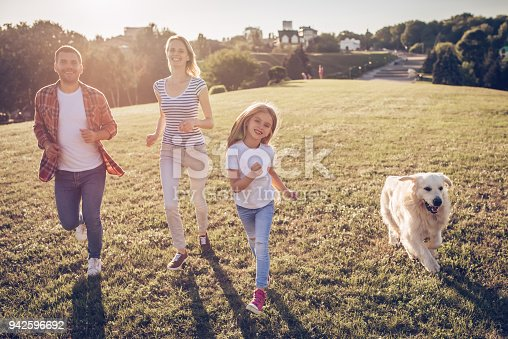 942596618 istock photo Happy family with dog 942596692
