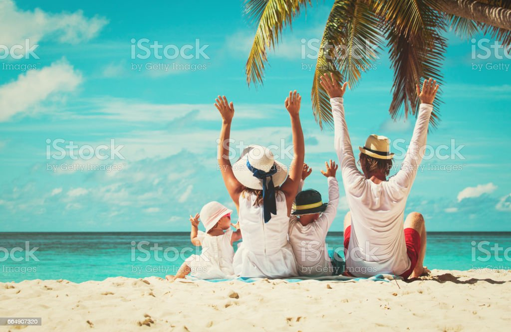 happy family with two kids hands up on beach foto stock royalty-free