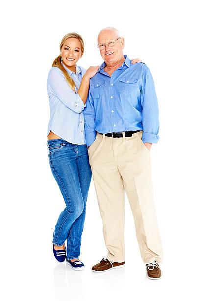 Padre e hija felices de pie juntos sobre blanco - foto de stock