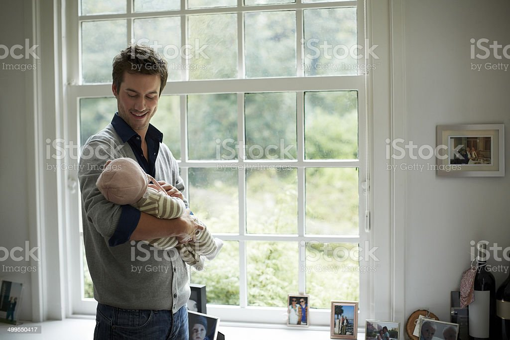 Happy father looking at baby – Foto