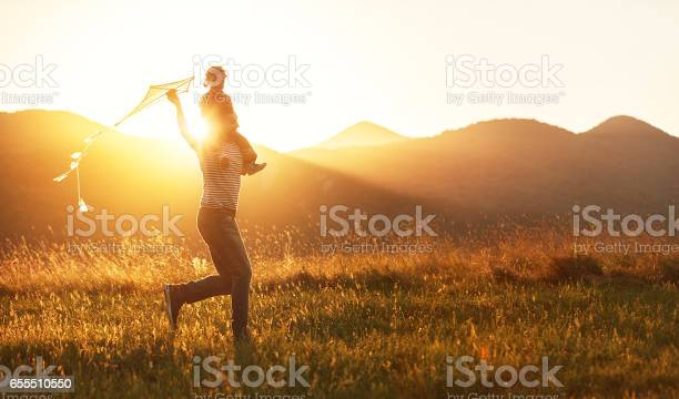 Happy fathers day child girl and dad with a kite on nature in summer picture id655510550?b=1&k=6&m=655510550&s=612x612&h=axfop22aybc1xmakj1082kdnchwcwbg3uo6xtf gayq=