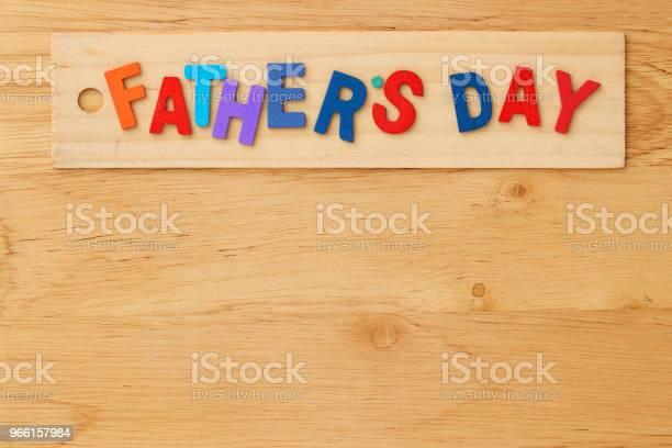 Gelukkig Vaders Dag Op Houten Achtergrond Stockfoto en meer beelden van Achtergrond - Thema