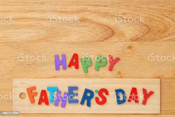 Счастливый День Отцов На Деревянном Фоне — стоковые фотографии и другие картинки Без людей