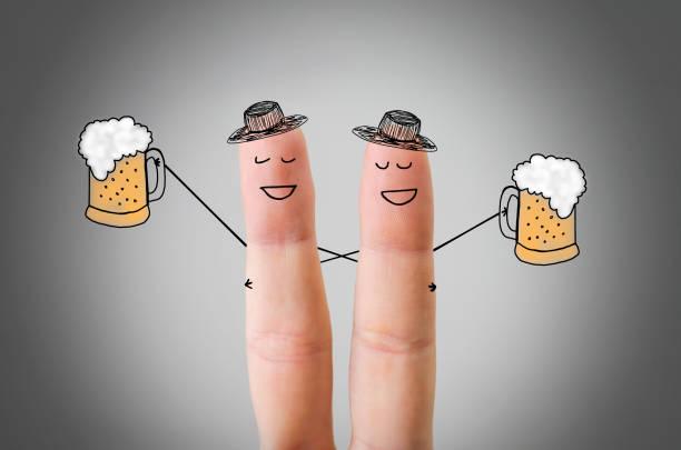 glücklich finger freunden gemeinsam spaß haben - emoticon hug stock-fotos und bilder