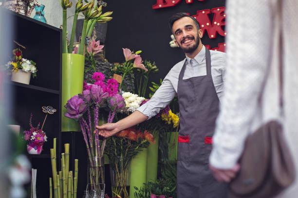 happy fleuriste, vente fleurs - fleuriste photos et images de collection