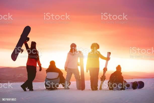 Happy friends at ski resort against sunset picture id907691852?b=1&k=6&m=907691852&s=612x612&h=3qf8dinhqrpjaxyrr2vlwg0c 0w8zbnmlphli83dkgm=