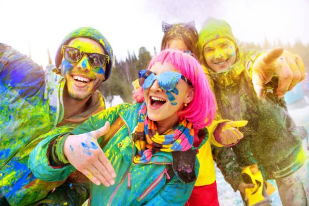 Happy friends at winter holi colors festival picture id960134400?b=1&k=6&m=960134400&s=612x612&w=0&h=ccry9fn7lg5h0oa63trzsodutv6yz4o433vnzgamk s=
