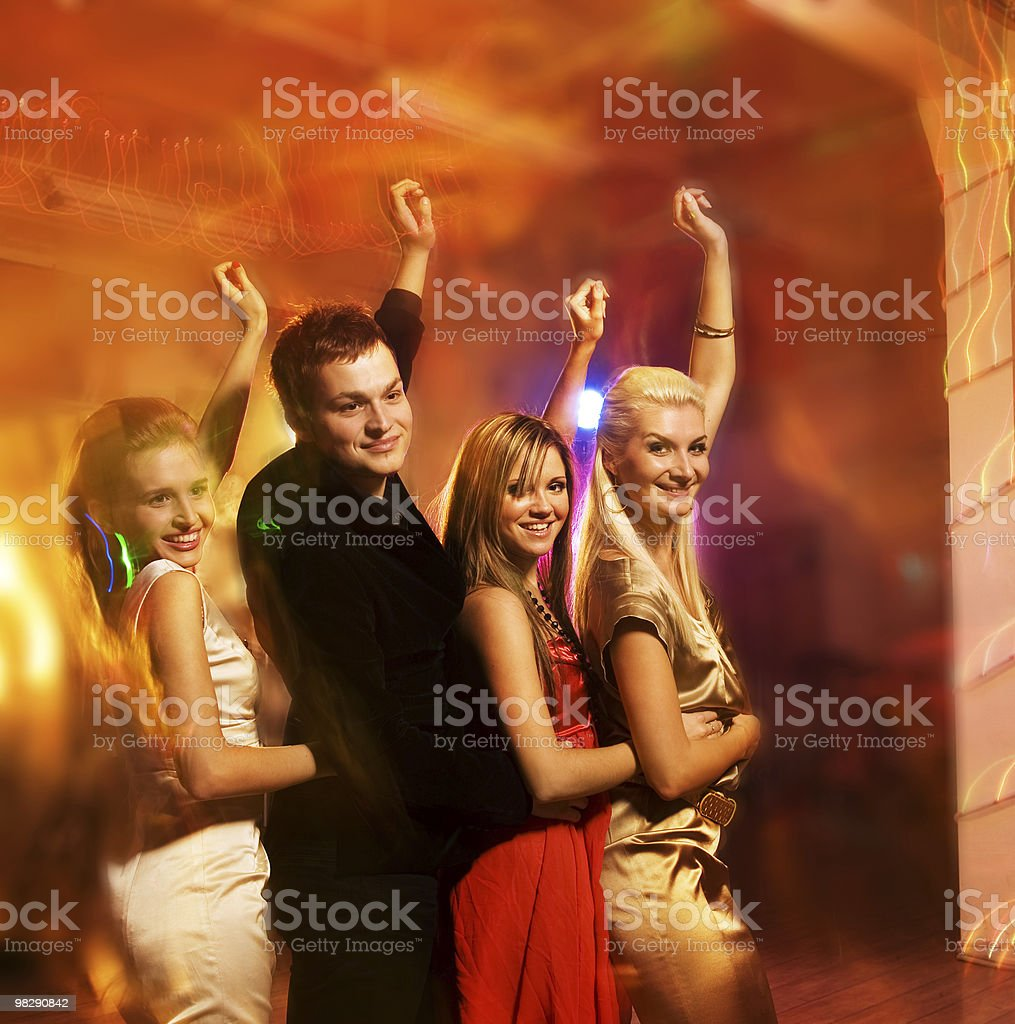 Felice amici in un night club foto stock royalty-free