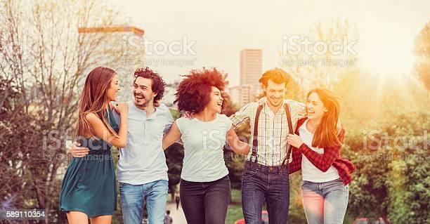 Happy friends together picture id589110354?b=1&k=6&m=589110354&s=612x612&h=uehtzgkyiyaghestv9pntzmahndgpnlesa rdmfxo0i=