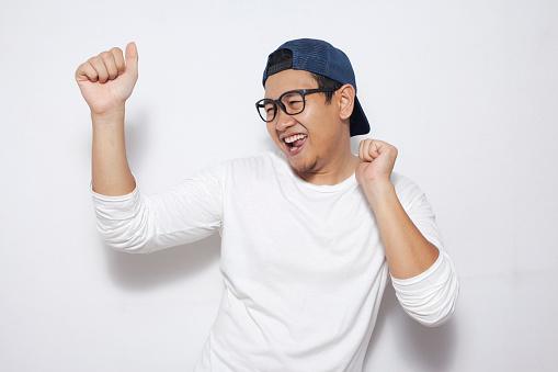 Mutlu Komik Asya Adam Sevinç Dolu Dans Stok Fotoğraflar & Adamlar'nin Daha Fazla Resimleri