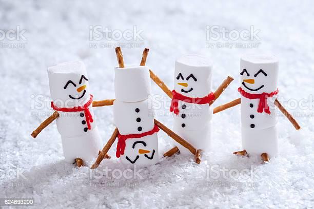 Happy funny marshmallow snowmans on snow picture id624893200?b=1&k=6&m=624893200&s=612x612&h= jjbvnacjxgr1swupes0qmzhwy9dbdjtiskyhcplyeq=
