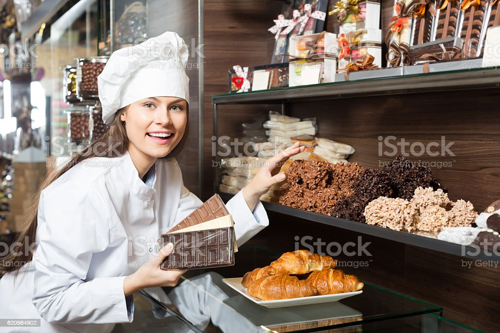 Happy girl selling fine chocolates foto royalty-free