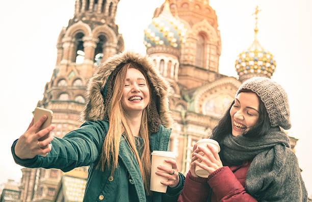 happy girlfriends taking winter selfie in saint petersburg russia - sint petersburg rusland stockfoto's en -beelden