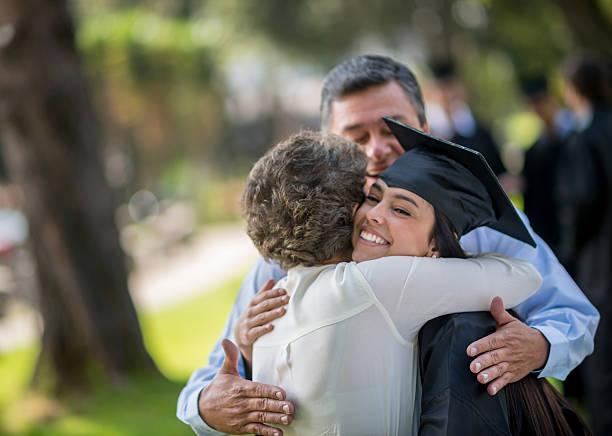 feliz día de graduación - graduation fotografías e imágenes de stock
