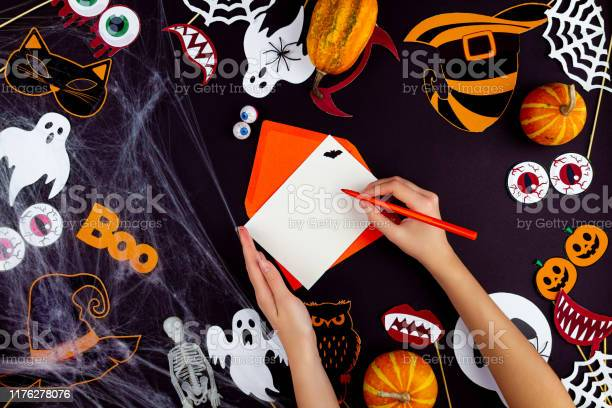 Happy halloween props background picture id1176278076?b=1&k=6&m=1176278076&s=612x612&h=shslvazlnrplwgfzeurg hefhbkznpkjkr4yu8jctes=