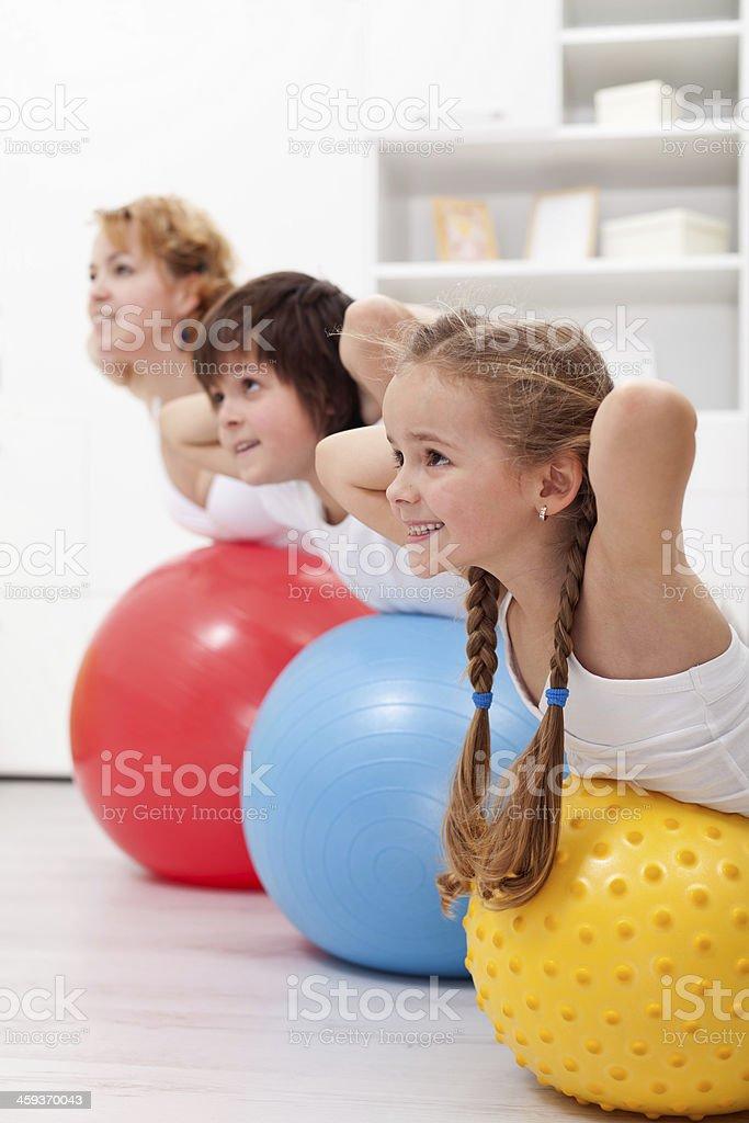 Glückliche gesunde Kinder Fitnesstraining – Foto