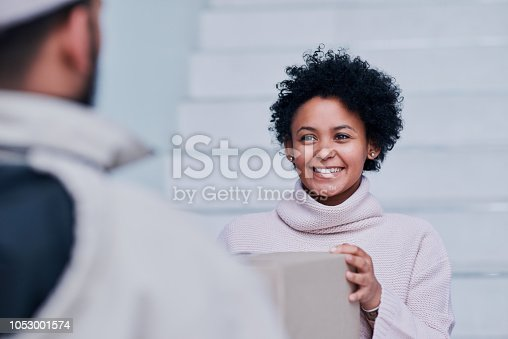 1053001624 istock photo Happy her order has finally arrived 1053001574