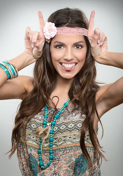 glücklich hippies porträt - hippie kostüm damen stock-fotos und bilder