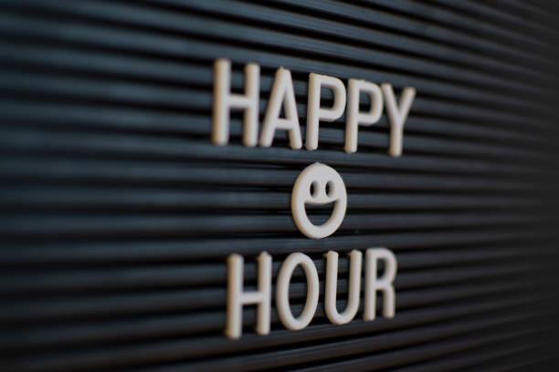 happy hour-marquee sign (klik voor meer) - happy hour stockfoto's en -beelden