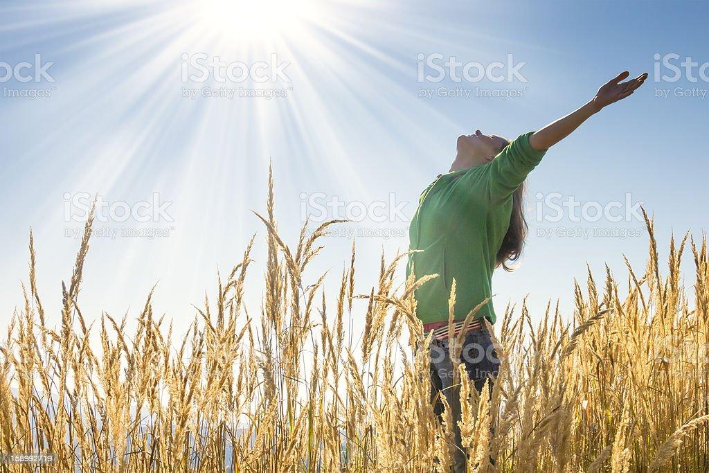 Glücklich in Gras – Foto