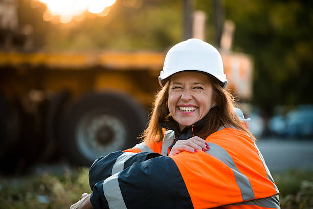 happy in work -  senior woman engineer - arbeider stockfoto's en -beelden
