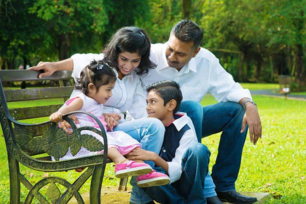 Glücklich indischen Familie Ungestellt – Foto