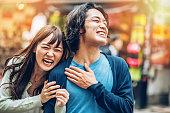 ハッピーな日本のカップル